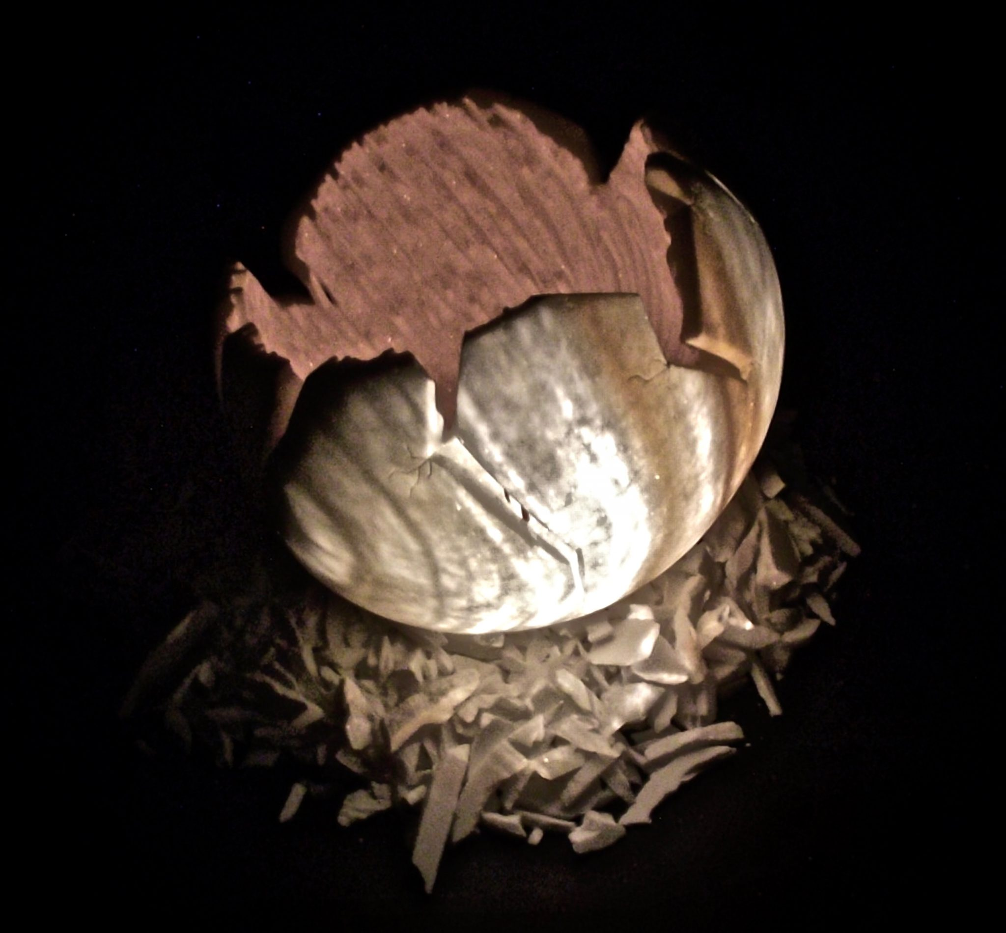 Biondo Nazareno, Perfezione Imperfetta con diapositiva realizzata in alabastro proiettata sulla sua superficie, 33x33x33cm, 2013, private collection