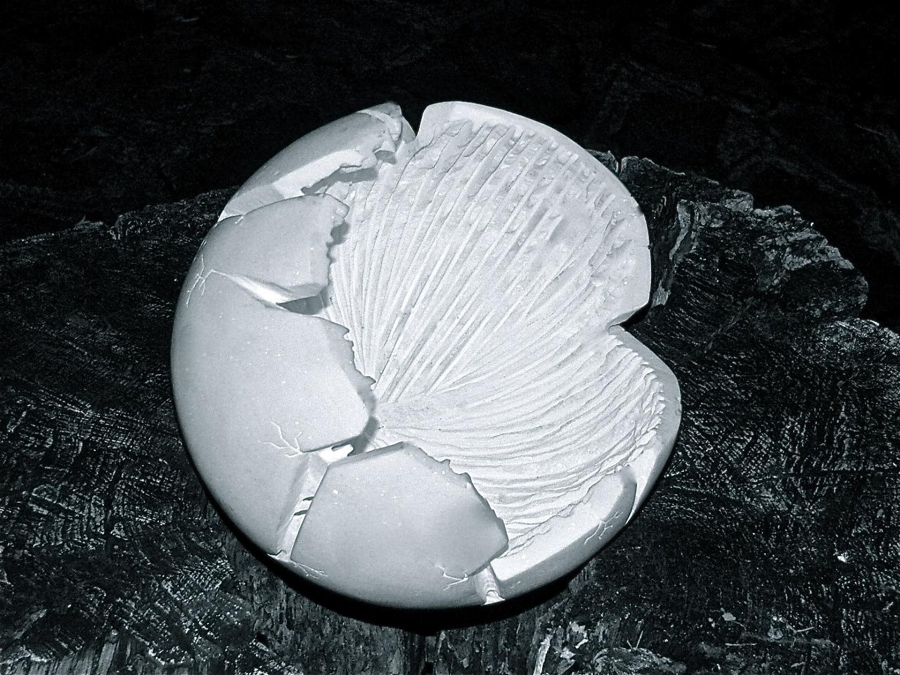 Nazareno Biondo, _Perfezione Imperfetta_. Marmo Bianco Greco Pentelico.33x33x33cm 2008